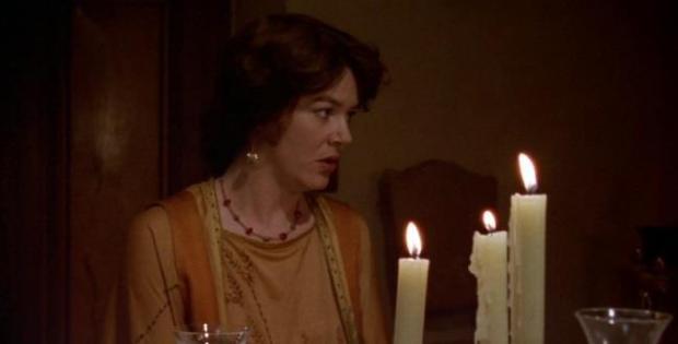 Josie Lawrence interpreta Lottie Wilkins