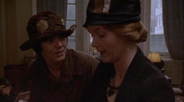 Miranda Richardson e Josie Lawrence  interpretano rispettivamente Rose Abuthnot e Lottie Wilkins