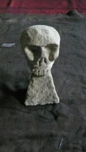 L1050372 - scull - stone