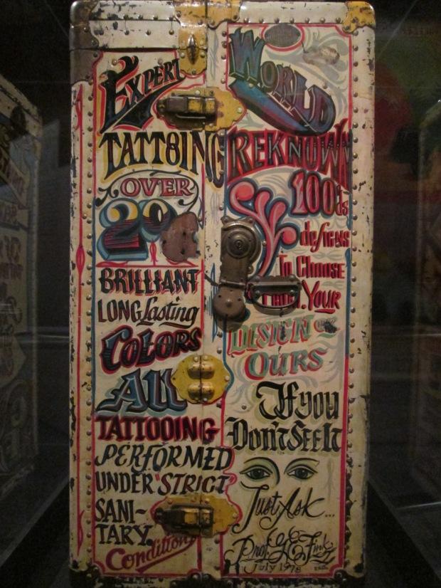 Malle de tatoueur itinérant, XX° siècle