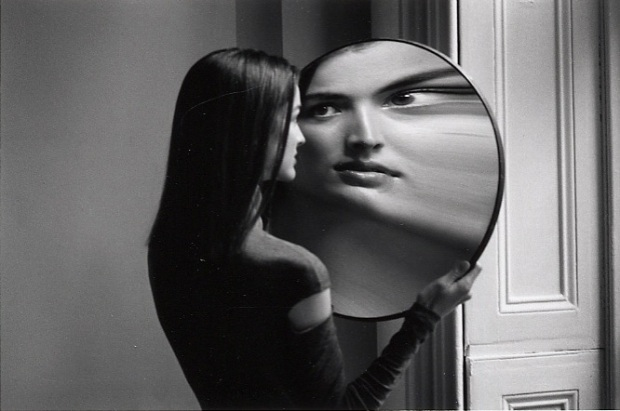 duane-michals-dr-heisenbergs-magic-mirror-of-uncertainty-1998-3